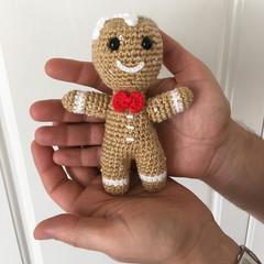 Sequined Gingerbread Man amigurumi model