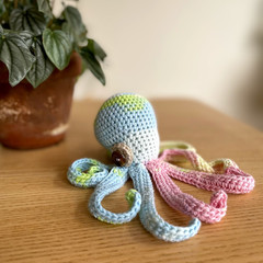 Colourful octopus in pure cotton