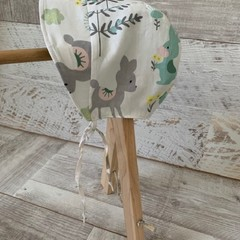 Reversible baby bonnet, summer bonnet, woodlands floral combo