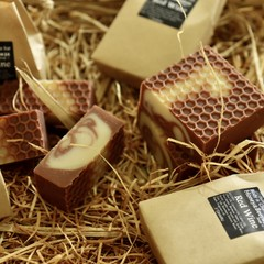 Red Wine / honey & Beeswax Soap