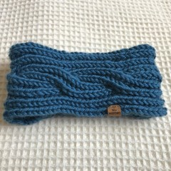 Reversible knitted child's neck warmer or head warmer