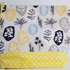 Yellow/white/black zippered bag