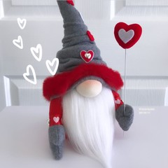 GNOME | Hearts | Grey Hat | H: 34cm