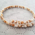 White and gold howlite beaded memory wire bracelet