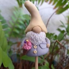 Tiny gnome - ice cream