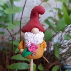 Tiny gnome - Bunch of flowers