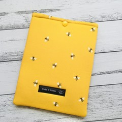 Padded kindle or e-reader sleeve. Organic cotton bumblebee print.