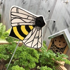 Bee 🐝 garden stake