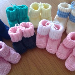 ASSORTED BOOTEES TO FIT 0-3 MTHS IN PATON'S BLUEBELL CREPE 5PLY 100% WOOL