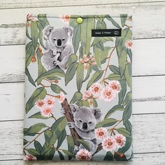 Koala padded book sleeve. Booksleeve with closure. Australian animals.