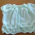 BABIES FIR CONE SHORT SLEEVED CARDI IN 8PLY BENDIGO 100% COTTON TO FIT 0-3 MTHS.