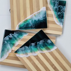 TURQUOISE BEACH CHEESE BOARD WITH STRIPED BAMBOO