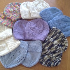 BABY BEANIES IN ASSORTED COLOURS IN 8PLY 4EASONS PURE WOOL TO FIT 0-3 MTHS.