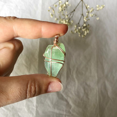 Green Calcite pendant - Rose Gold