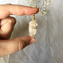 Rose Quartz pendant - Gold