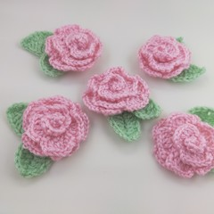 Pack of 5 crochet baby pink roses with leaves