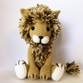 Sitting lion with variegated brown mane Amigurumi model