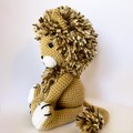 Sitting lion with variegated brown mane Amigurumi model