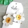 Pair Daisy Hair Pin/Clip, Genuine Leather, White/ Yellow
