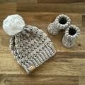 NEWBORN BABY SET - Unisex - Beanie & Bootie Set - Newborn size - Baby gift idea
