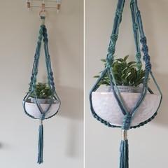 Hand made macrame plant hanger/holder - two tone blue/green