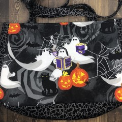 Black Cat & Boo: Book Ghosts Shoulder Bag