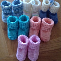 ASSORTED BOOTEES IN PATON'S DREAMTIME 4PLY WOOL TO FIT 0 TO 3 MONTHS.