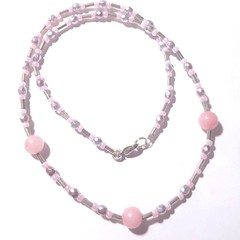 Necklace. Beautiful, very delicate rose quartz, peals and silver beads