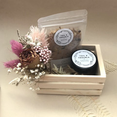 Relax - Hamper - Dried bouquet, Bath salts, candle - Mother's Day gift