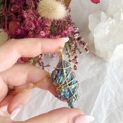 Rainbow Aura Kyanite pendant - Gold 80cm