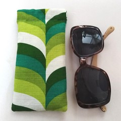 Fabric Glasses Sleeve / Padded Glasses case / GROOVY GREEN / Gift for mum