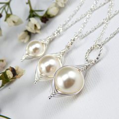 Set of 3 Mum Big Sis Little Sis Individual Peapod Pendants Cream Swarovski Pearl
