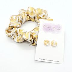 Earring & scrunchie set - gold & white
