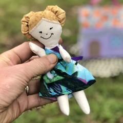 Bubbly Pocket Doll - tiny ragdoll