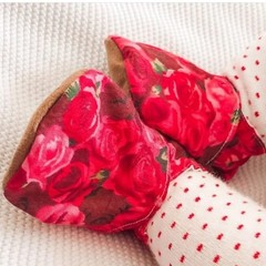 Red Roses soft soled shoe