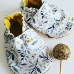 Golden Christmas soft soled shoe