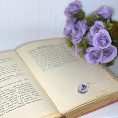 Indigo flower oval necklace - resin