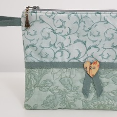 Pretty green zippered pouch