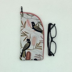 Black cockatoos fabric glasses case