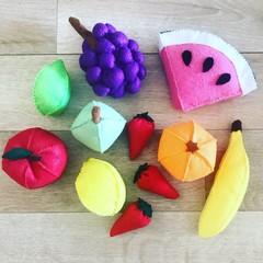 Felt fruit pretend play set