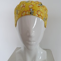 Hat adult-bees with bright yellow