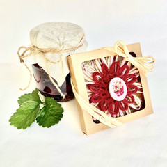 Gift Boxed Bloom Rustic Decor Keepsake Flower Cupcake Button Red Natural