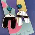 Silver mirror U earrings