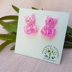 Cute cat stud earrings -  Shiny pink glitter
