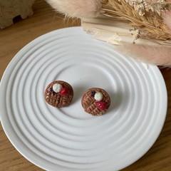 """Waffle with Sides"" Handmade Stud Earrings"