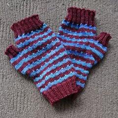 Fingerless mitts pattern - stripes