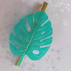 Monstera leaf hair accessory