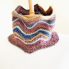 Chevron knitted cowl