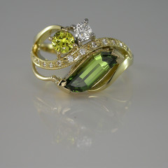 18ct Gold Green Sapphire and Diamond Ring