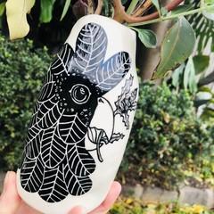 Black cockatoo large vase